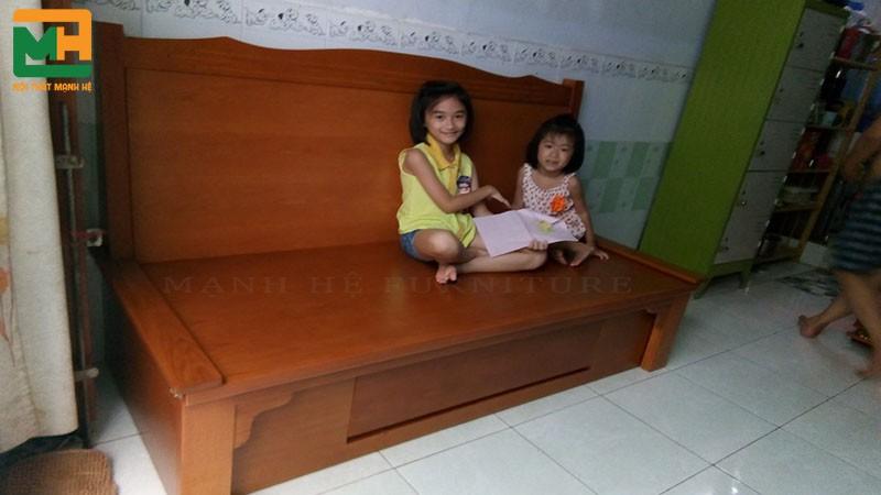 Ghế sofa giường kéo thích hợp để bạn chơi đùa với những đứa trẻ trong nhà, xem tivi, đọc sách...