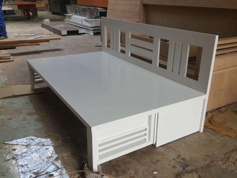 Mẫu ghế sofa giường gấp gỗ tự nhiên sơn trắng