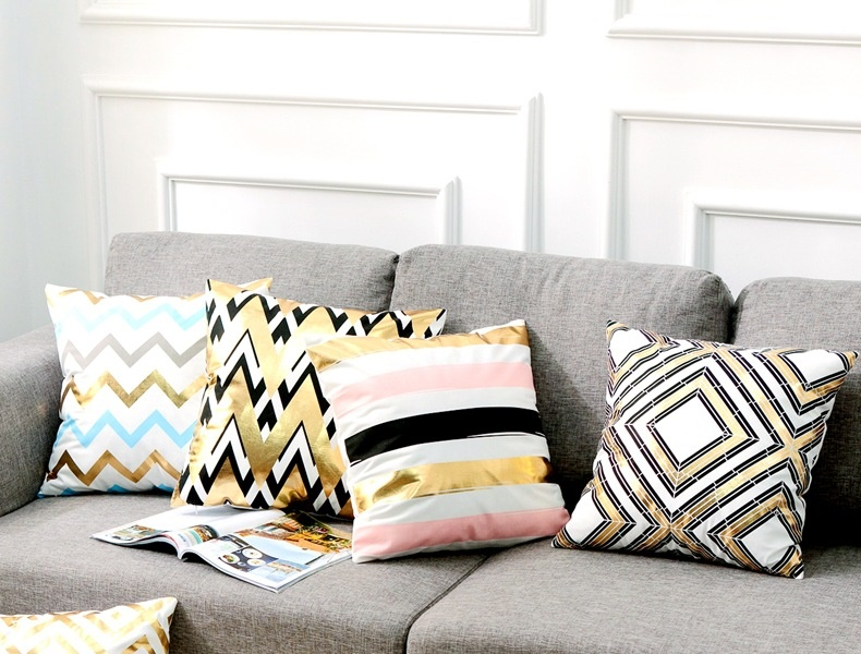 Gối tựa lưng ghế sofa giường có màu sắc bắt mắt